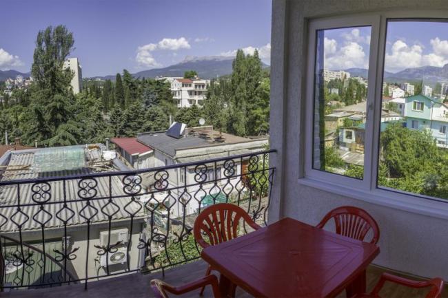 Алушта  Апартаменты 3этаж 45кв.м