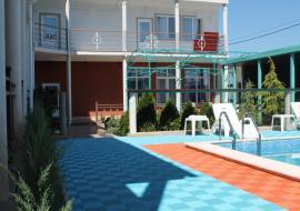 Маяк - Севастополь, бухта Казачья      гостиница с бассейном