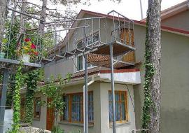 Дом в лесу - Крым частный сектор г.Судак, ул.Платановый