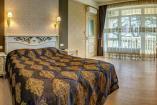 Семейные Апартаменты         Крым  отдых в Алуште отель с бассейном  Профессорский уголок